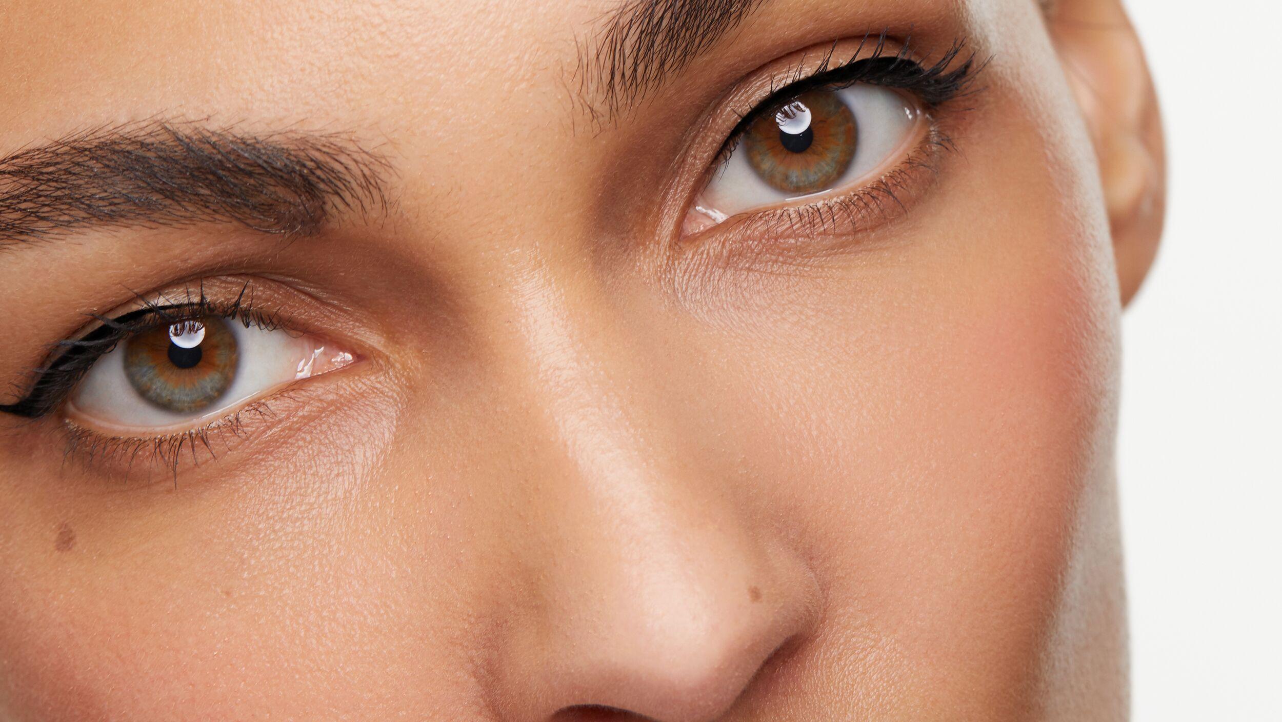 Precision Eyeliner Flick Files - Look 1