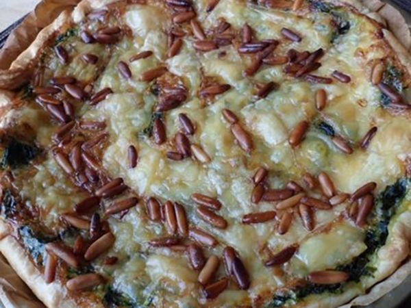 Tartes salées et sucrées au fromage :  Tarte aux épinards frais, pignons et fromage