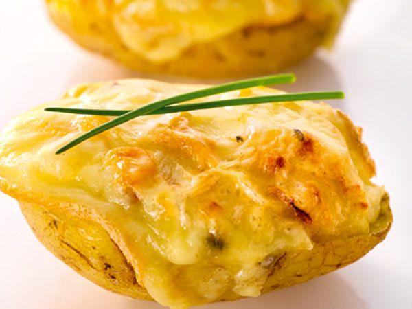 Recette : Pommes de terre farcies au fromage à raclette - Recette au fromage