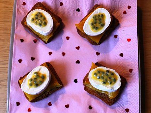 Recette : Bouchées au pain d'épices, fromage et fruit de la passion - Recette au...