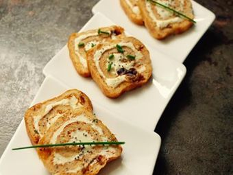 Recette : Roulé apéritif de tomates séchées et pavot au fromage frais - Recette...