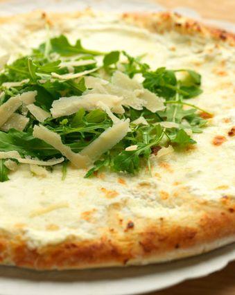 Pizzas au fromage :  Pizza blanche au fromage de chèvre et parmesan