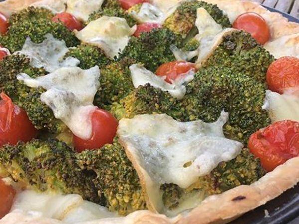 Tartes salées et sucrées au fromage :  Tarte aux brocolis, tomates et fromage