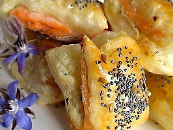 Recette : Feuilletés apéritif au saumon fumé et fromage frais ail & fines herbes...