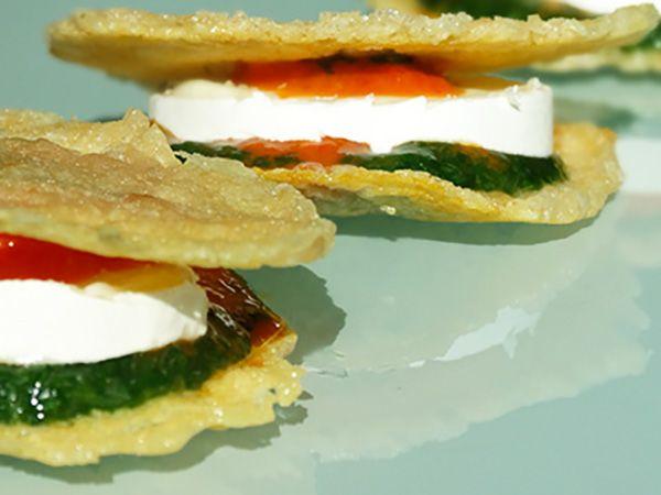 Recette : Chips de parmesan aux poivrons et fromage - Recette au fromage