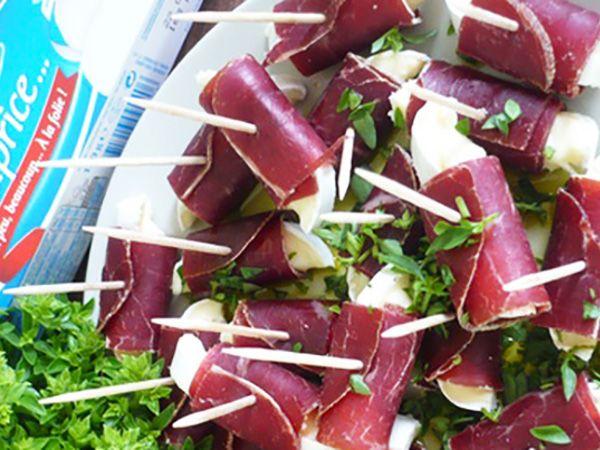 Recette : Roulés apéritives à la viande des grisons et fromage  - Recette au fro...