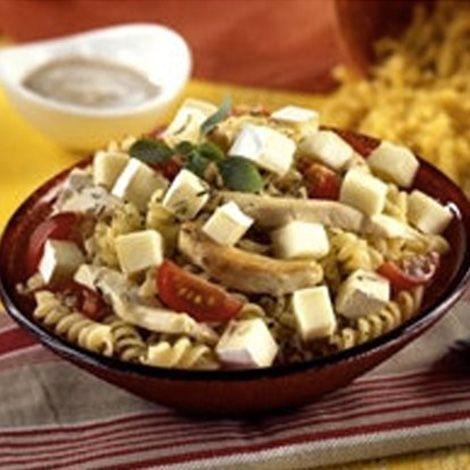 Recette : Salade de tortis au poulet et au fromage - Recette au fromage