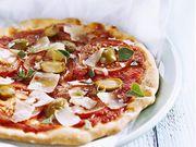 Recette : Pizza tomate, olives et parmesan - Recette au fromage