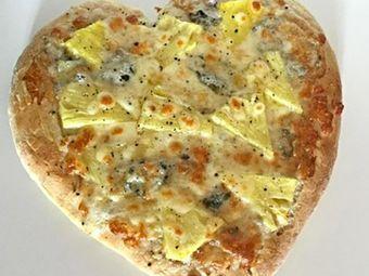 Recette : Pizza blanche à l'ananas, emmental et bleu - Recette au fromage