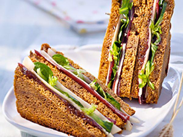 Sandwichs :  Club sandwich au fromage et tomates confites