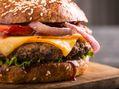 Recette : Hamburger maison au fromage, sauce barbecue - Recette au fromage