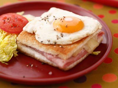 Recette : Croque-madame au jambon et fromage - Recette au fromage