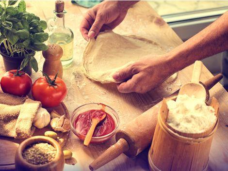 Pizzas au fromage : Comment étaler sa pâte à pizza?