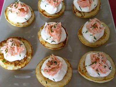 Recette : Blinis apéritifs au saumon, fromage et aneth - Recette au fromage