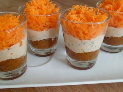 Recette : Verrine au fromage frais, caviar d'aubergine et carottes - Recette au...