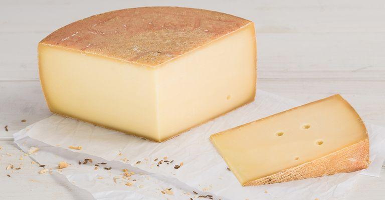 fromage tilsit aop qui veut du fromage. Black Bedroom Furniture Sets. Home Design Ideas