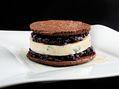 Recette : Biscuit au chocolat et au bleu, chutney d'oignons rouges aux myrtilles...