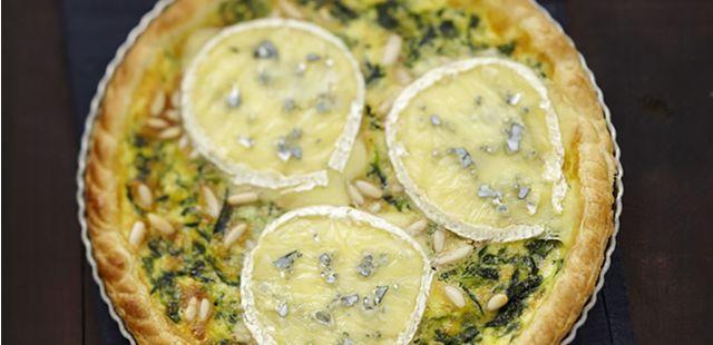 Recettes de quiches au fromage : Quiche au bleu, épinards et pignons de pin