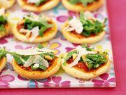 Recette : Mini pizzas apéritives au parmesan - Recette au fromage