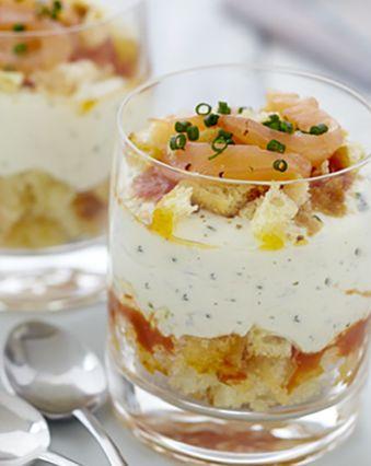 Menu de Noël :  Verrine au saumon fumé, brioche et fromage frais Ail et Fines Herbes