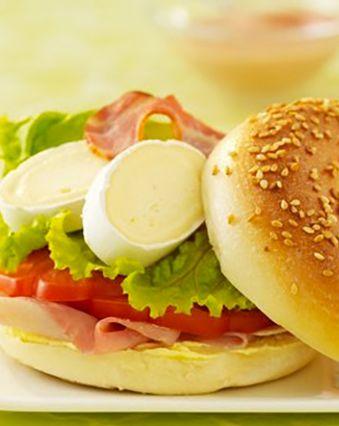 Sandwichs :  Bagel au jambon, fromage et tomate