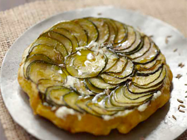 Recettes de quiches au fromage :  Tatin aux courgettes, graines de cumin et fromage frais