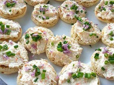 Recette : Blinis au surimi et fromage frais à la ciboulette - Recette au fromage