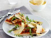 Recette : Pizza au poulet, roquette et parmesan - Recette au fromage