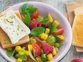 Recette : Salade de fruits et tomates cerise au fromage - Recette au fromage