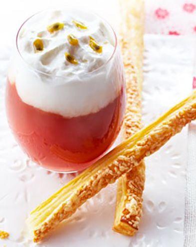 Apéro dînatoire :  Gaspacho de tomates, fruits de la passion et fromage frais