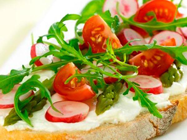 Sandwichs :  Tartine de fromage frais aux tomates cerise