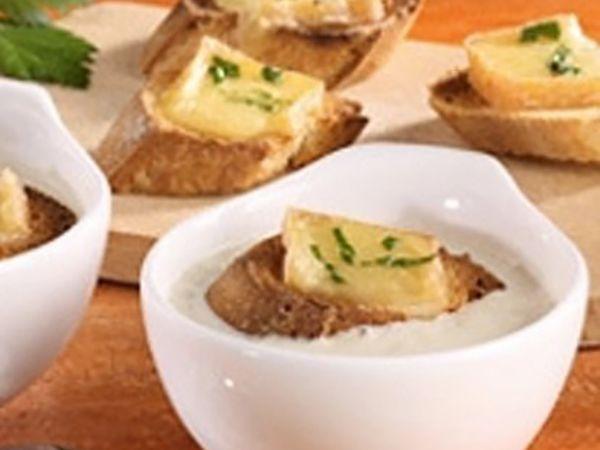 Recettes de soupes :  Velouté d'endives au fromage, œufs de caille et copeaux fromagers