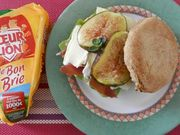 Recette : Muffins anglais au camembert, à la figue et au jambon cru - Recette au...