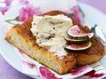 Recette : Pain perdu au fromage frais, noix et figues - Recette au fromage