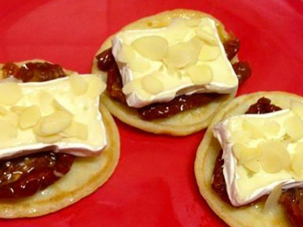 Recette : Blinis aux tomates confites et fromage - Recette au fromage