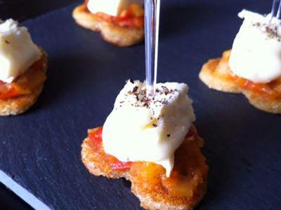 Recette : Bouchées apéritives sucrées-salées au fromage - Recette au fromage