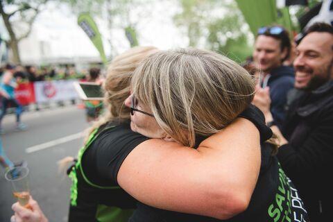VMLM19_Runner_Support_Cheer_Hug_2