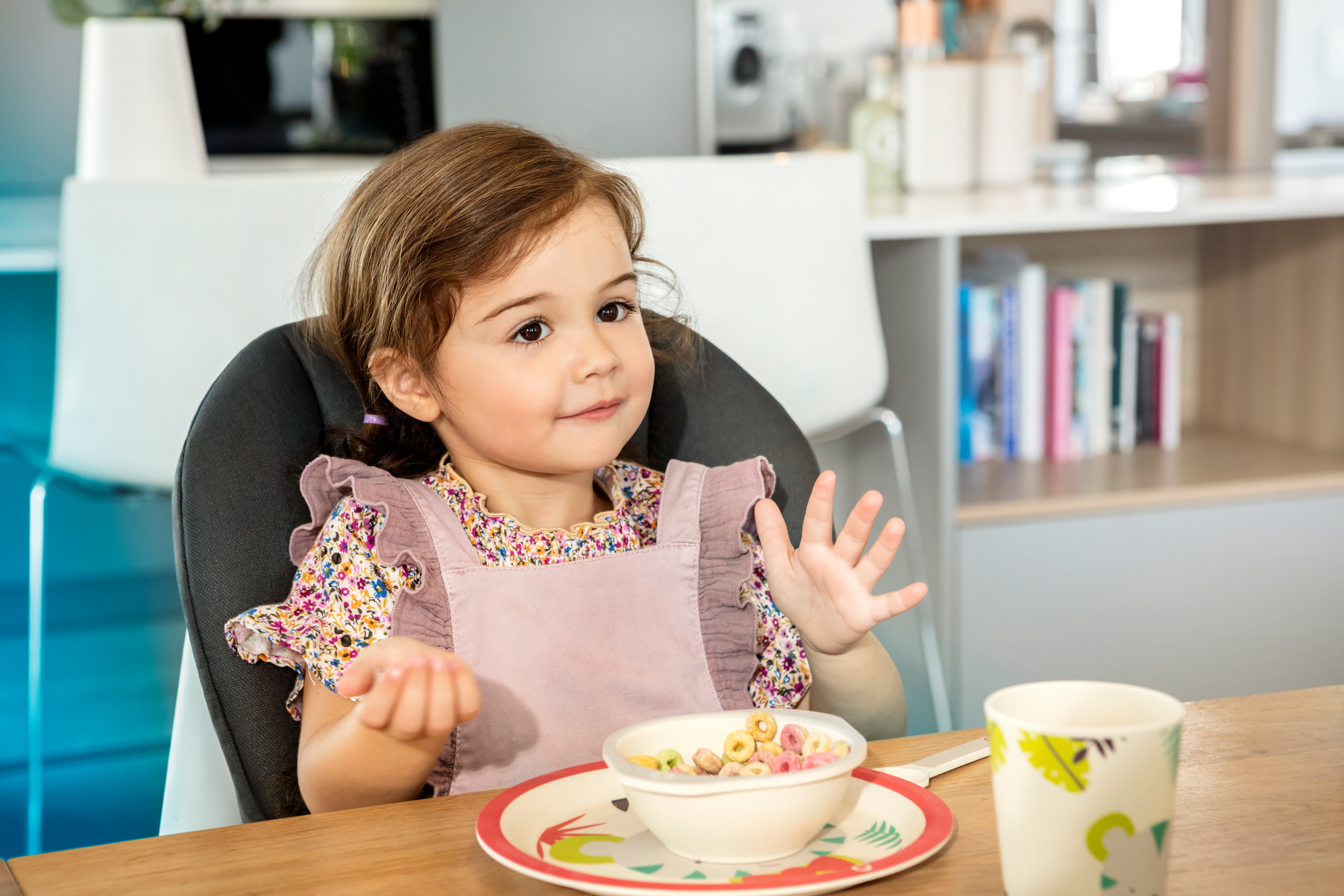 MC2713_2019_Maxicosi_high chair_Minla_Lifestyle_Spring_Girlplayingwithlunch_Landscape_RGB