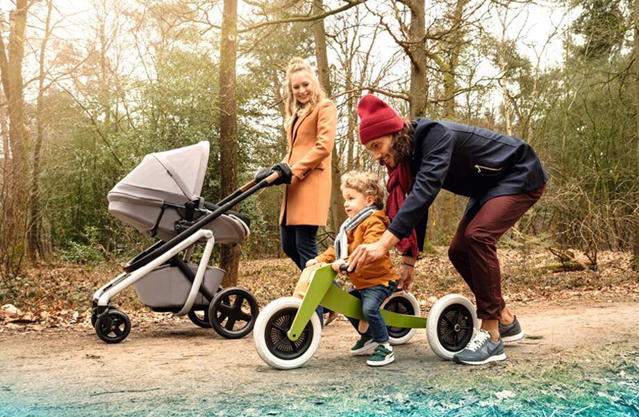 Bebe-Confort-Pushchair-Lila-Nomad-Grey-Quick-bassinet-in-forrest-920x600