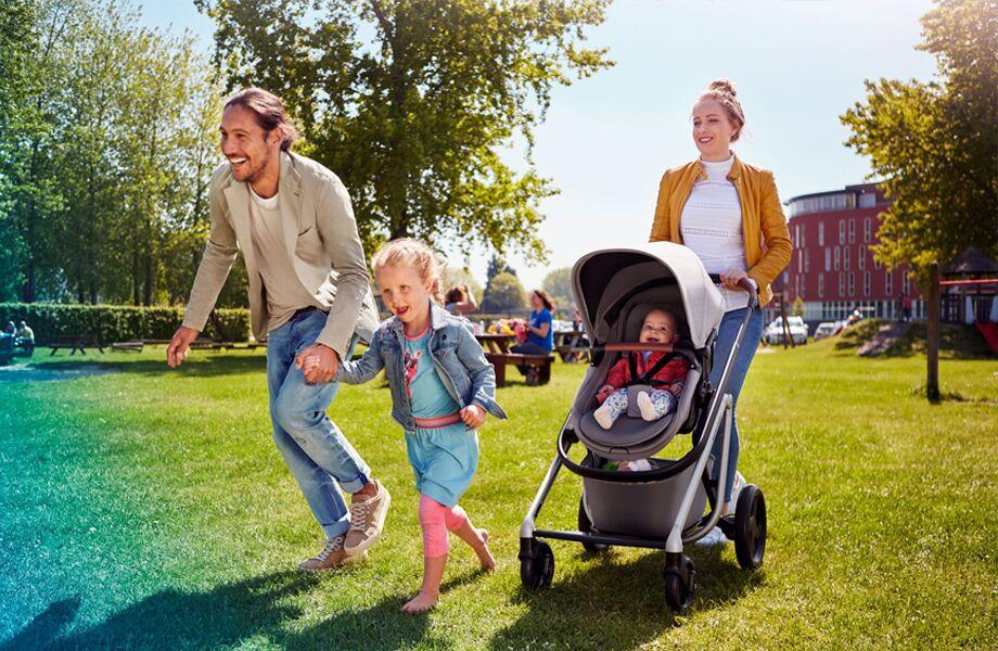 maxi-cosi-pushchair-lila-nomad-grey-familyintheparkrunninginsummer-920x600