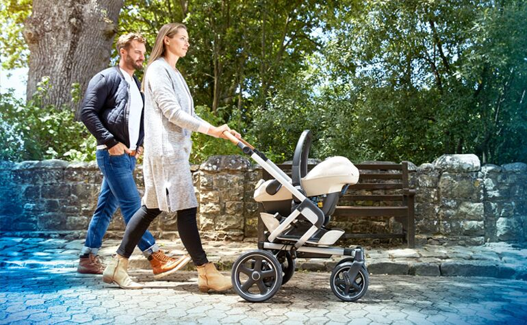 maxi-cosi-carseat-pebbleplus-nomad-sand-parentswalkingtravelsystem-920x600