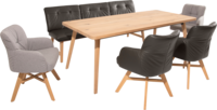 Essgruppe Clint mit Sesseln aus dunkelbraunem Leder und beigem Stoff mit Holzfüßen inklusive Esstisch.