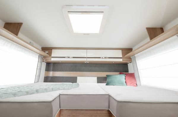 Wohnmobil mit verschiedenen Matratzen und Liegeplätzen