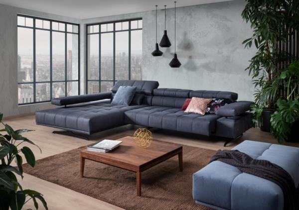 Blaues Sofa Raimo mit breitem Chaiselongue, verstellbarer Arm-und Nackenstütze und Vorziehbank