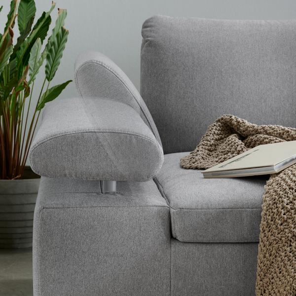 Detailbild von Sofa Lenny mit verstellbaren Armteil