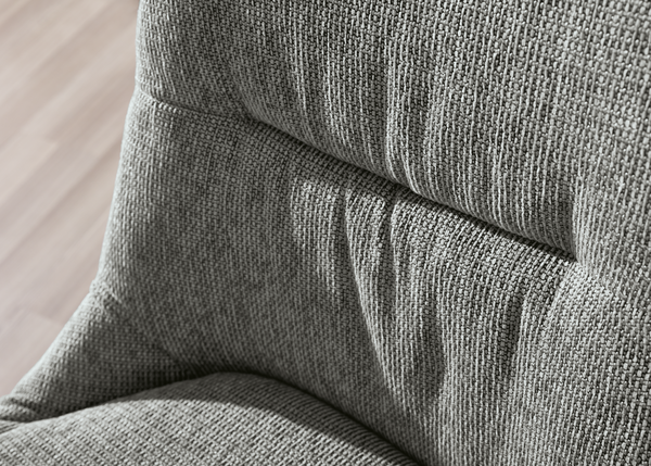 Lehnensteppung des Sessel Preston in grauem Stoff.