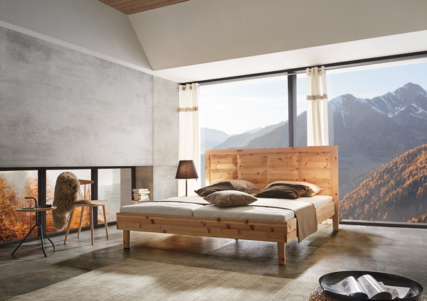 Bett aus Zirbenholz