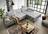 Hellgraues Sofa mit Chaiselongue Quadratheftung in der Sitzfläche und verstellbarer Rücken- sowie Armlehne