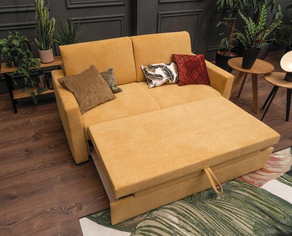 gelbes Sofa mit Vorziehbank und abnehmbarer Nackenstütze