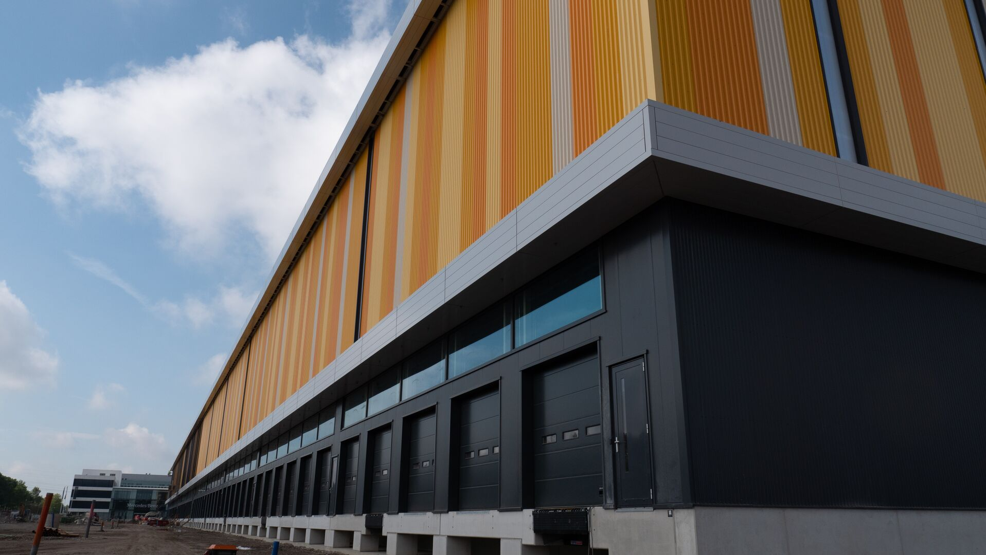 Jumbo Nieuwegein warehouse in NL using Colorcoat HPS200 Ultra